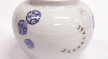 写真:pot – microbes – 2010 呉須、磁器土